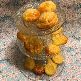 Goûter de princesse version pas cheap avec chouquettes Craft diy bricolage présentoir à gâteaux à étage assiettes et verres en verre