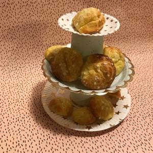 Goûter de princesse version cheap avec chouquettes assiettes en carton Présentoire à gâteaux à étages craft diy bricolage enfant