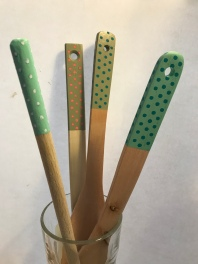 DIY en cuisine décoration peinture de cuillères en bois craft bricolage enfant
