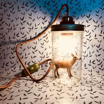 De la lumière en pot - bricolage diy craft lampe de chevet en pot avec figurine - image à la une