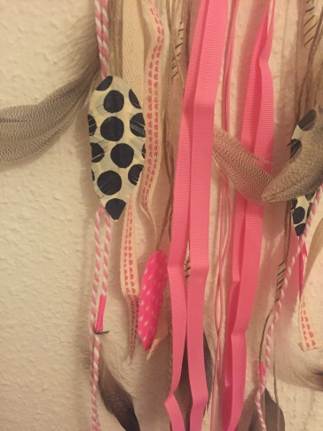 Attrape rêves indien diy bricolage enfant craft plumes ruban Et sinon rose fluo
