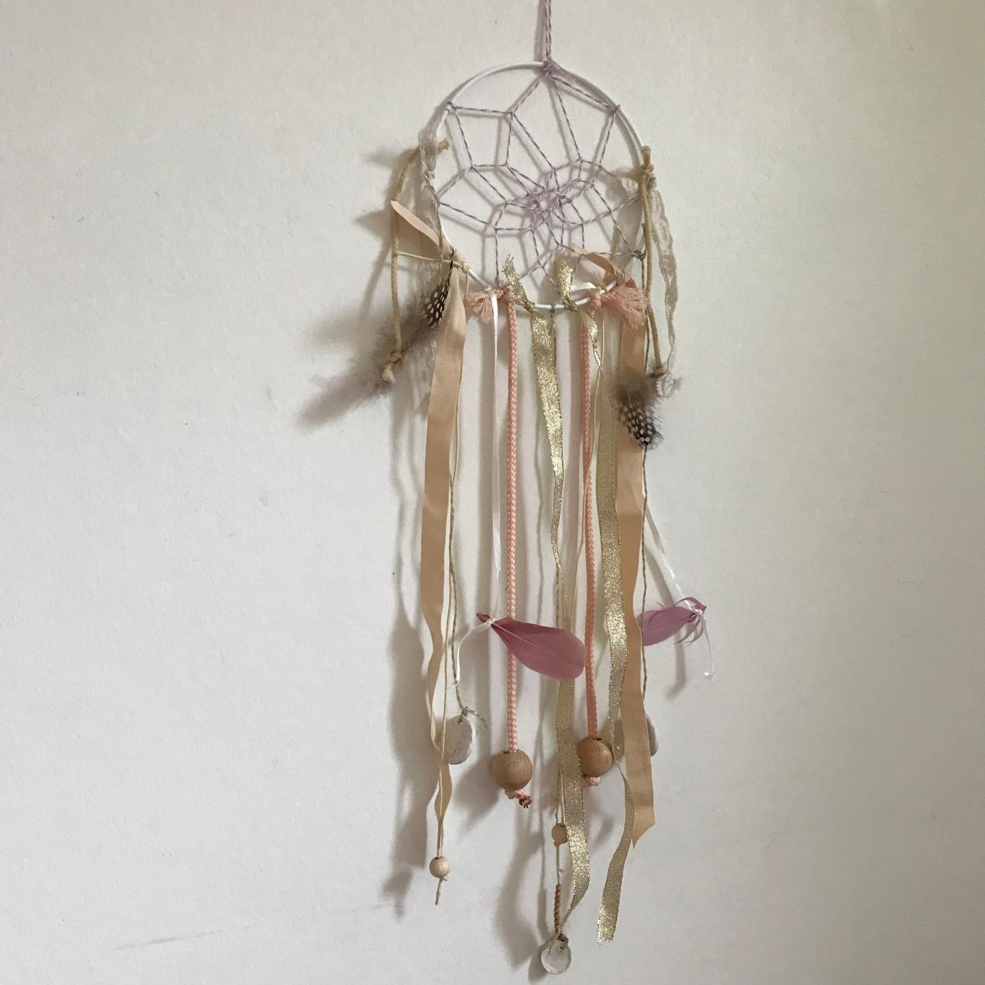 Attrape rêves indien diy bricolage enfant craft plumes ruban Image à la une