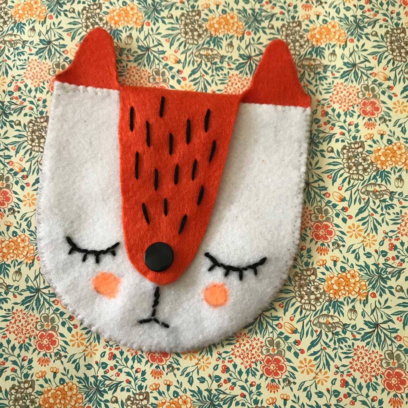 Petite couture d'automne DIY bricolage enfant craft for kids couture porte monnaie renard broderie feutrine Image à la une