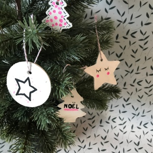 Noel quand tu nous tiens - DIY - bricolage enfant - craft for kids - décoration de Noël pour sapin - pâte auto-durcissante - image à la une