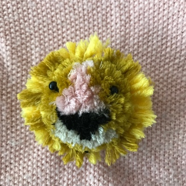 Nounours polaire broché en vue - broche - laine - pompon animal - bricolage enfant - DIY - craft for kids - Et sinon Lion