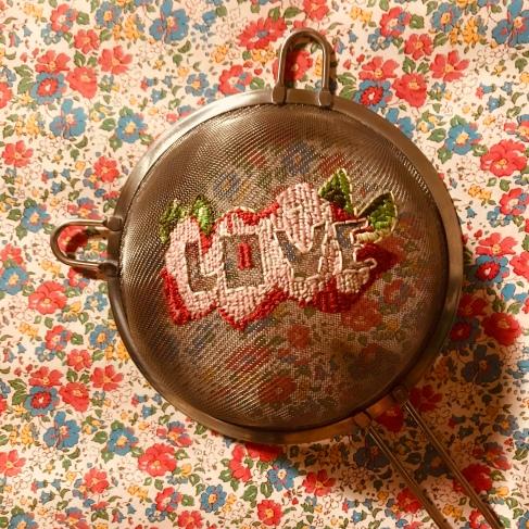 Et bonne fête grand-mère - DIY - brigolage enfant - craft for kids - broderie - message d'amour - image à la une