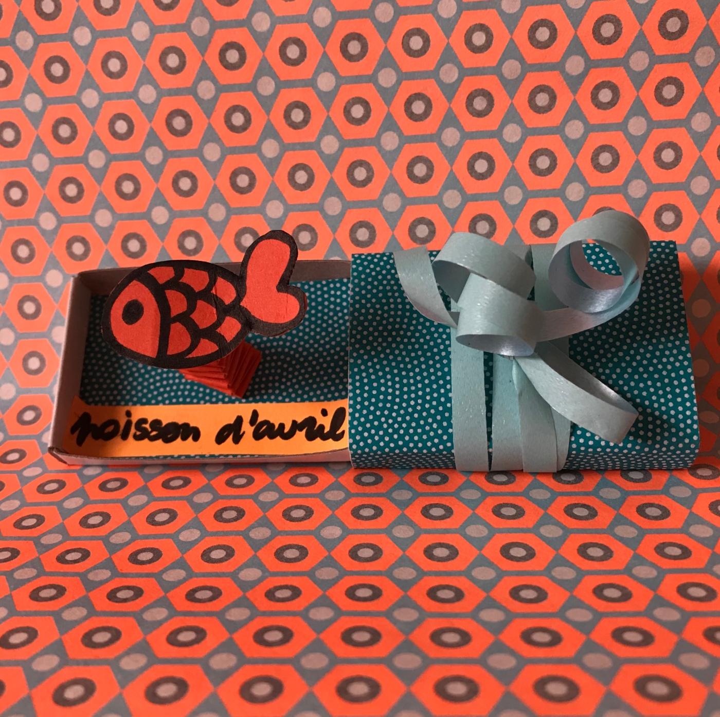 Petit poisson d'avril ... hihihi ! - bricolage enfant - DIY - craft for kids - boîte à message - blague - 1er avril - papier - Image à la une