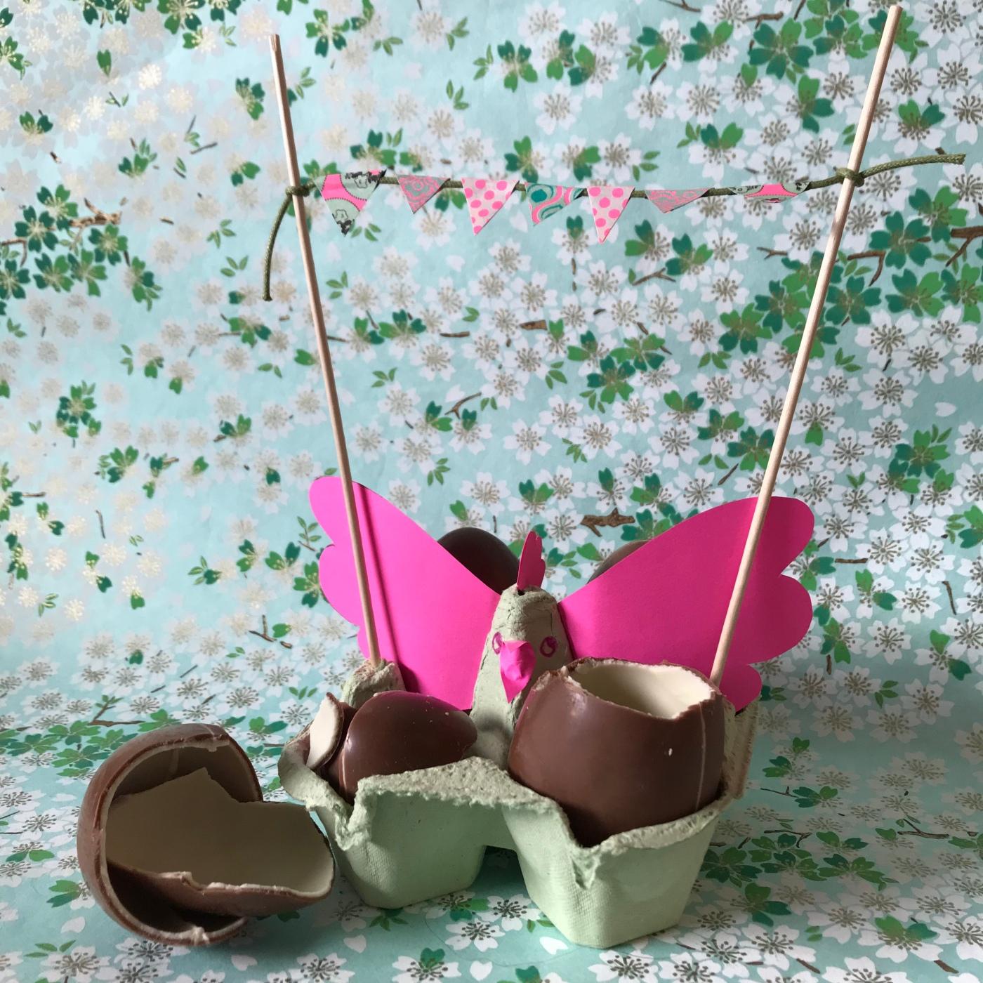 Pâques approche - DIY - bricolage enfant - craft for kids - décoration de Pâques - poule - boîte à œufs - papier - image à la une