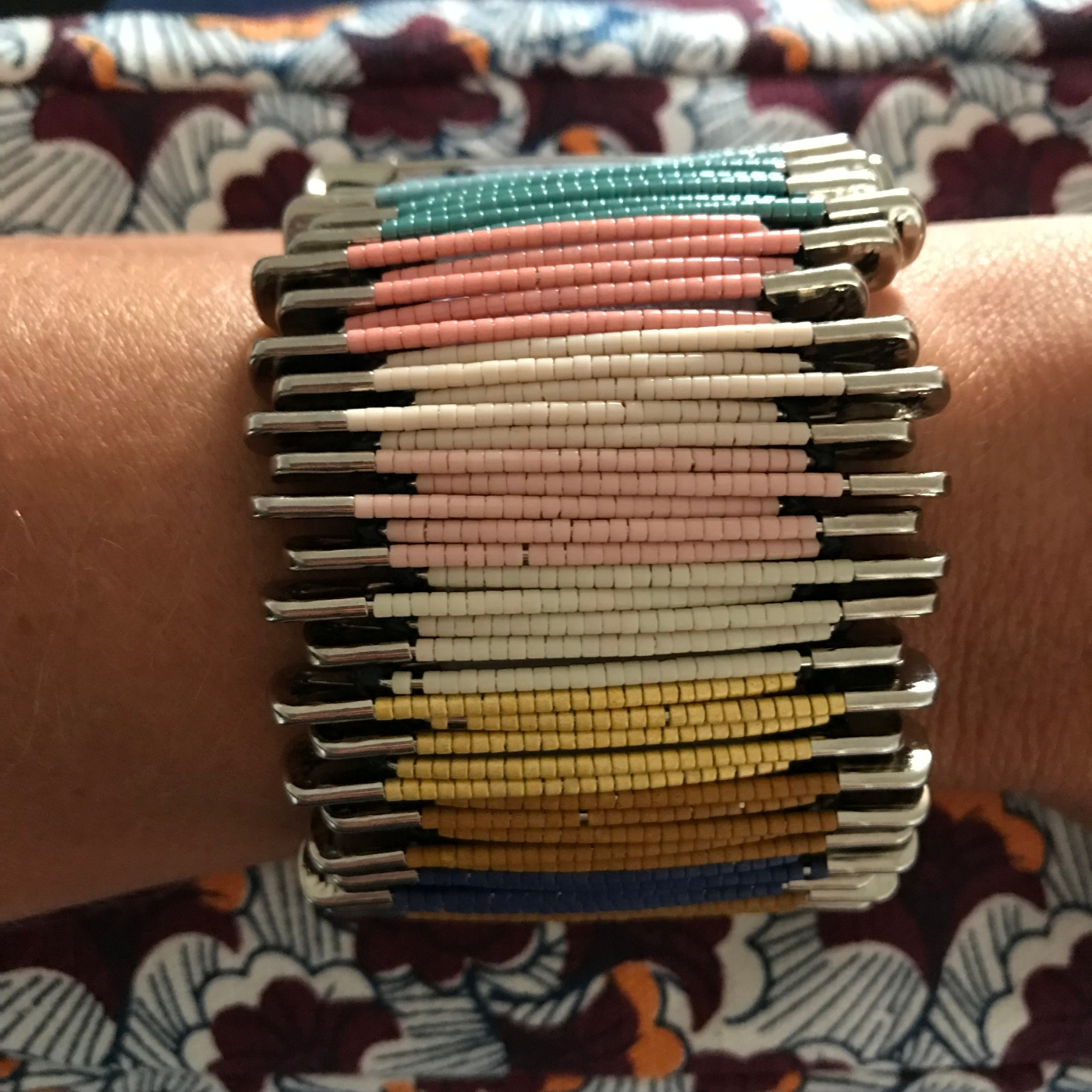 Bracelet africain miyuki - DIY - bricolage enfant - craft for kids - bracelet africain -perles - perles miyuki - épingles à nourrice - Image à la une